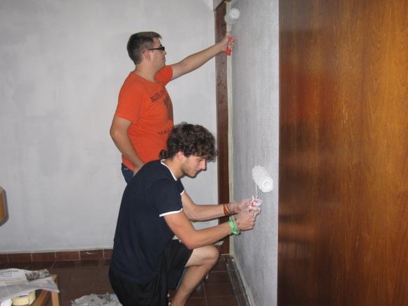 Toni y Rafa haciendo como que pintan
